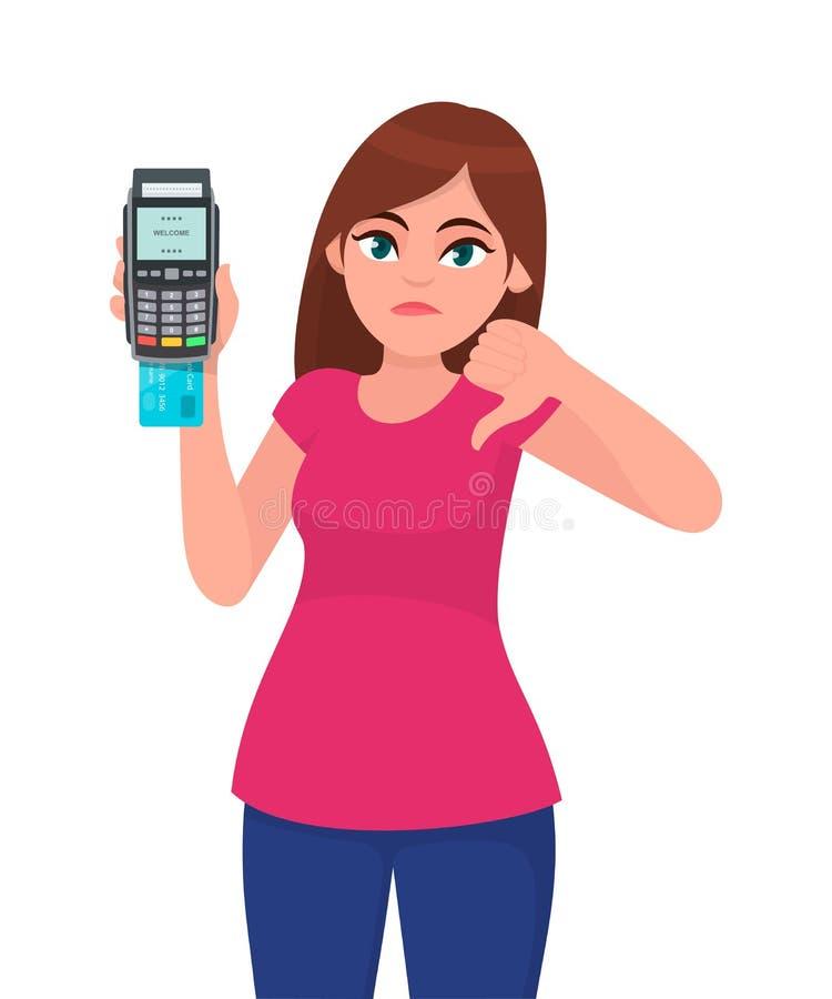 猛击机器的不快乐的年轻女人陈列/藏品pos付款终端或信用/借记卡,打手势在标志下的拇指 向量例证