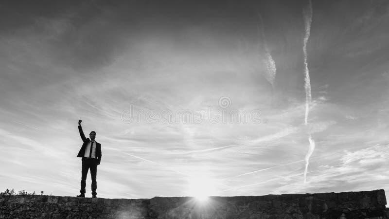 猛击空气的欢腾的商人 免版税库存照片