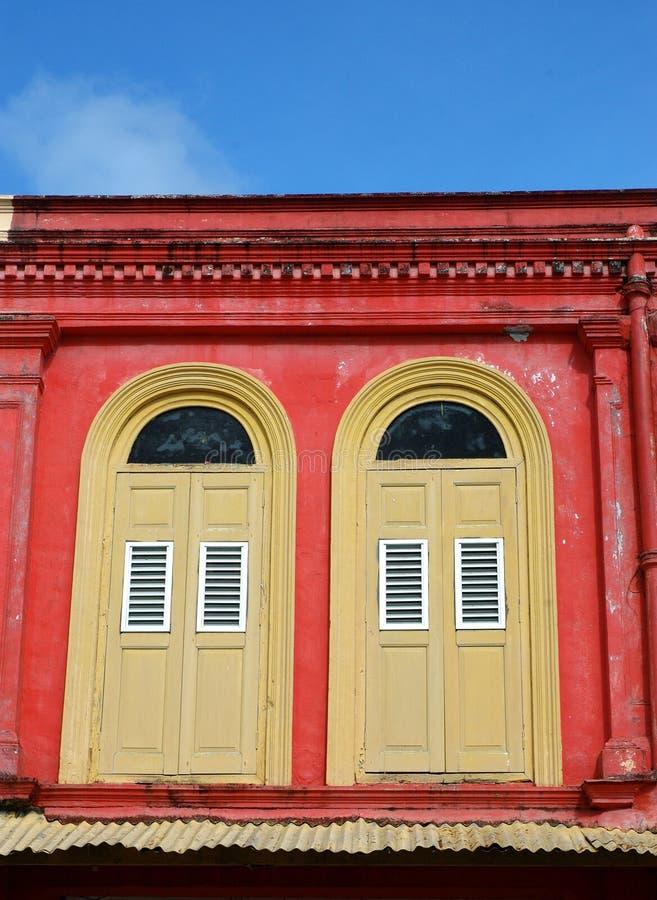 猩红色墙壁 免版税库存照片