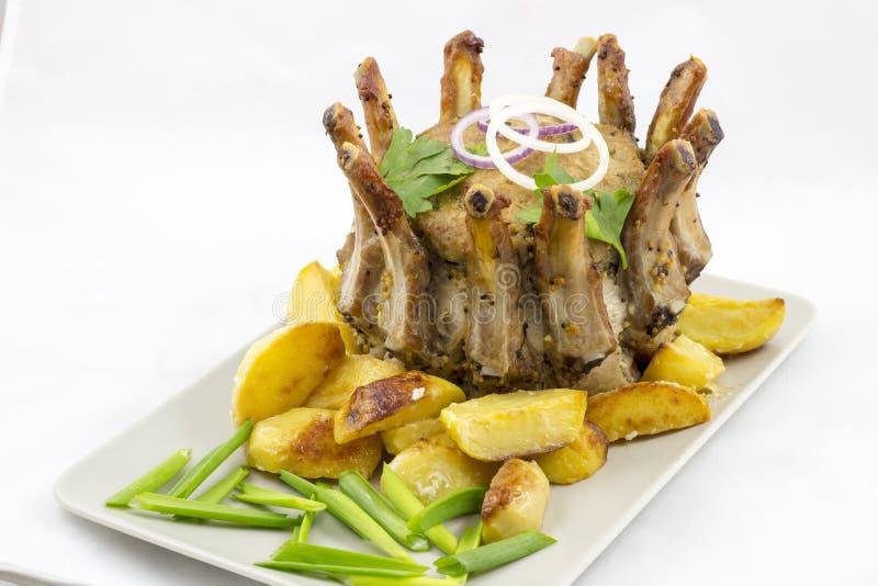 猪肉冠烘烤与土豆楔子的 免版税图库摄影