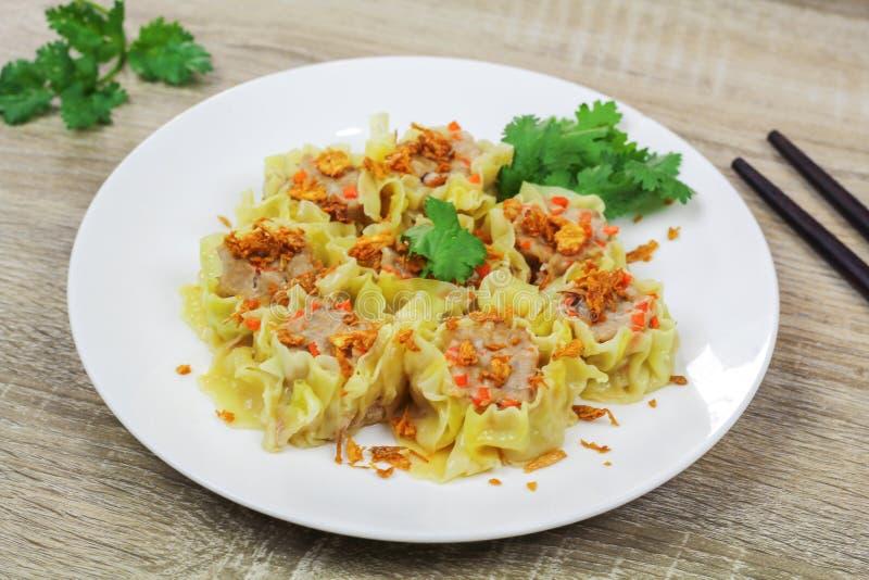 猪肉和红萝卜汉语蒸的饺子 图库摄影