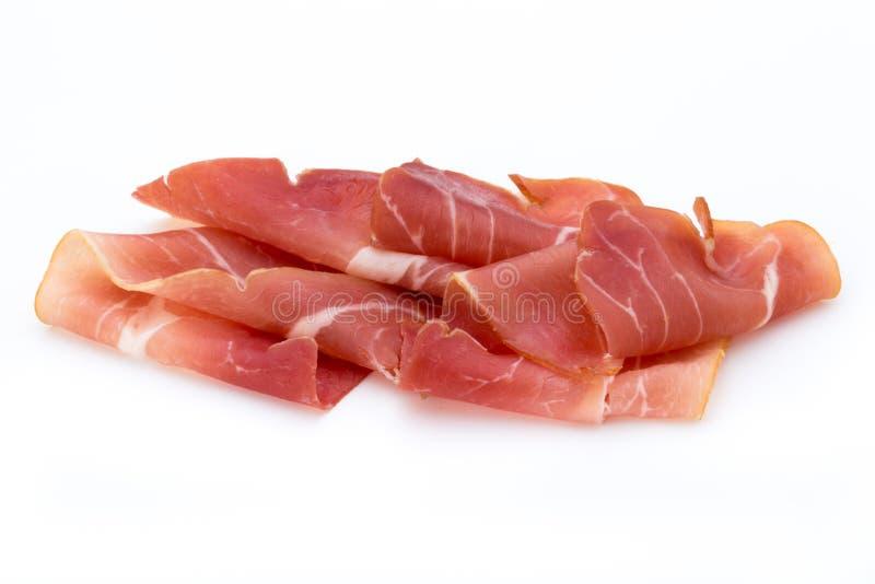 猪肉在白色背景的火腿切片 免版税库存照片