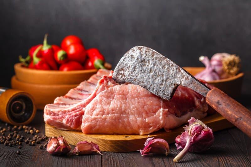 背景新鲜的生肉在a背景的天气的海螺沟四月份猪肉图片