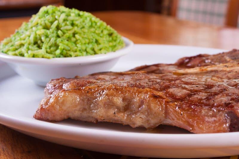 猪肉牛排和米 库存图片