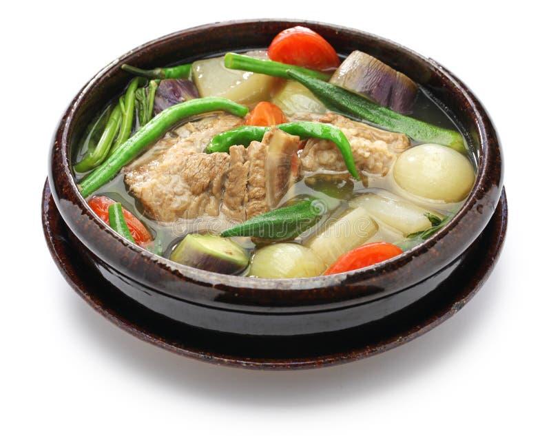 猪肉sinigang,菲律宾烹调 免版税库存照片