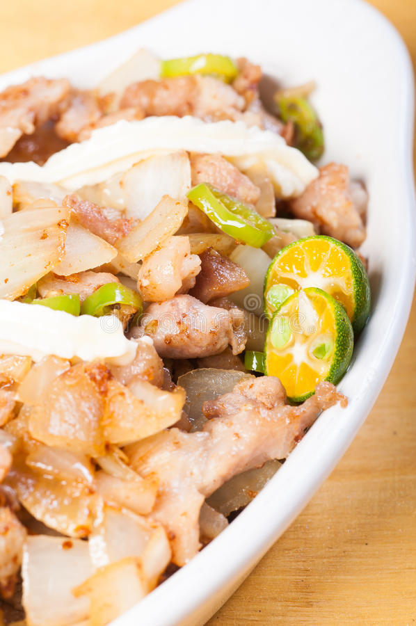 猪肉sisig一个普遍的纤巧在菲律宾 免版税库存图片