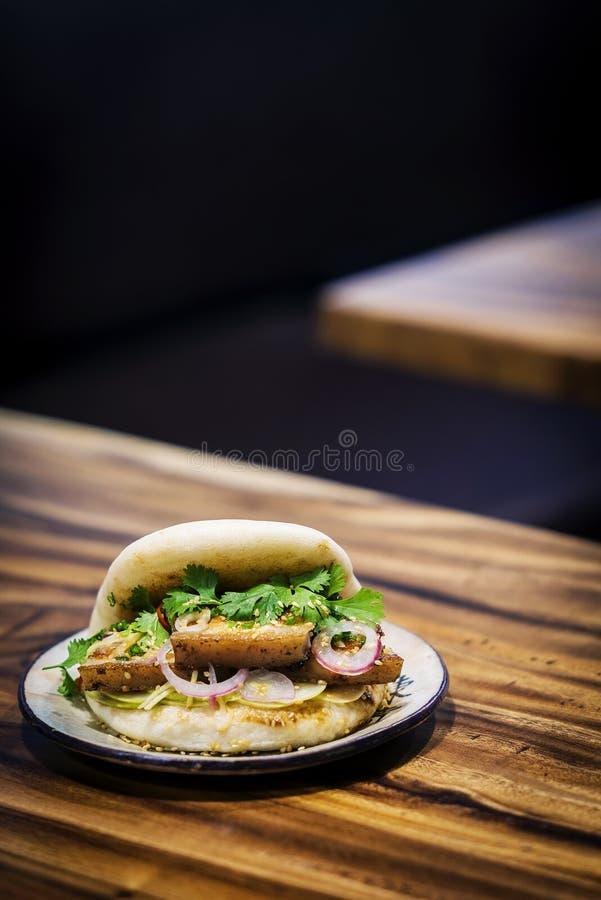猪肚小圆面包pao繁体中文快餐三明治食物 库存照片