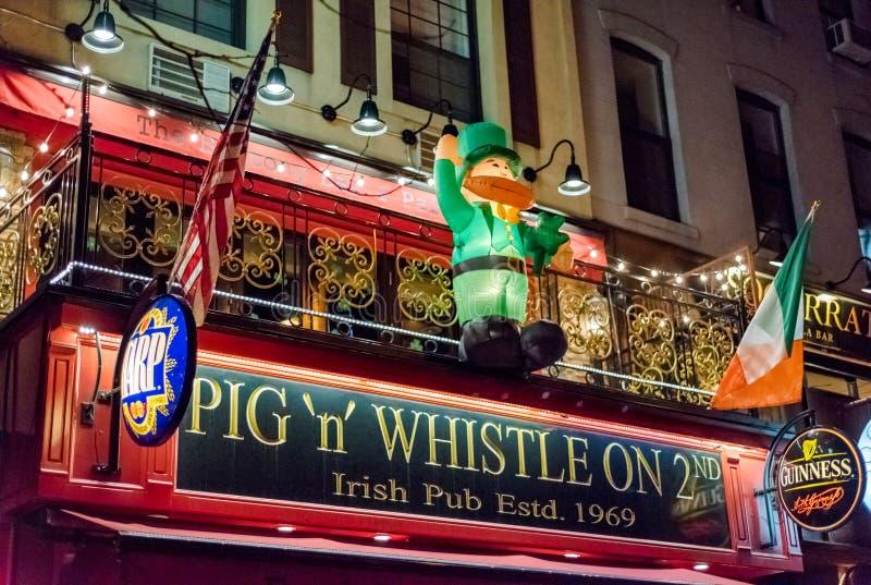 猪n口哨爱尔兰客栈在纽约 库存图片