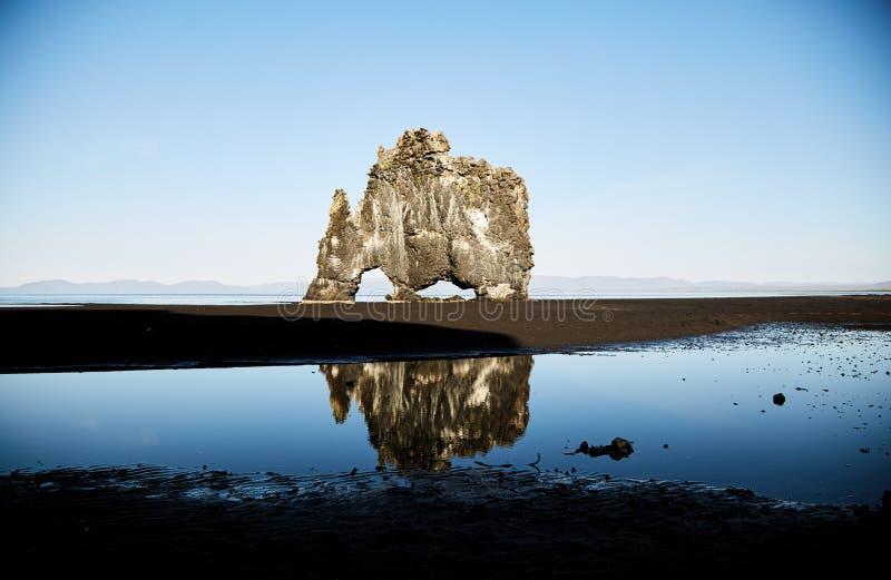 玄武岩岩石Hvitserkur 冰岛石头 免版税图库摄影