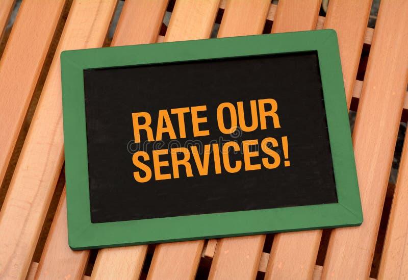 率服务-顾客在黑板的关心概念 库存照片