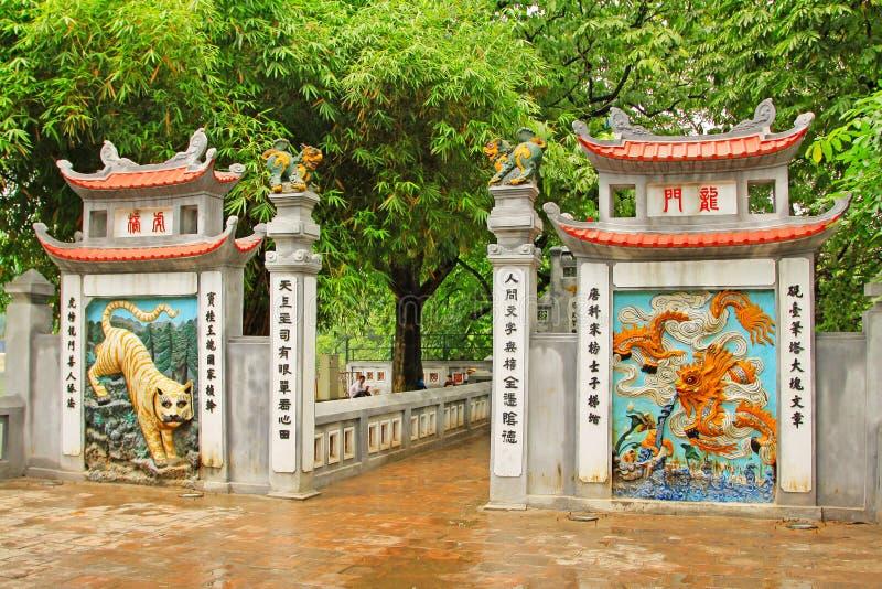 玉山的寺庙在还剑湖,河内越南 免版税库存照片