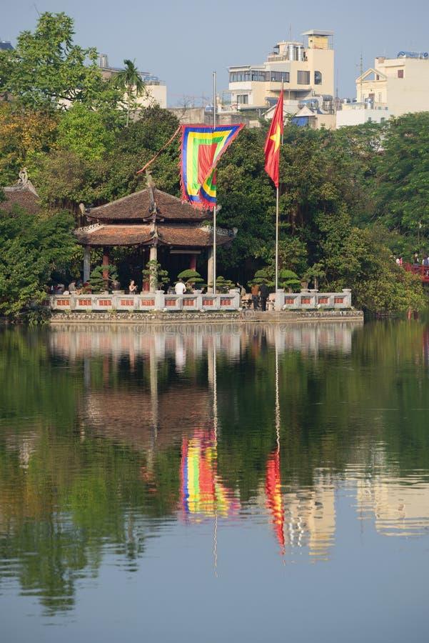 玉山的寺庙在Hoan Kiem湖的在一个晴天 河内越南 库存照片