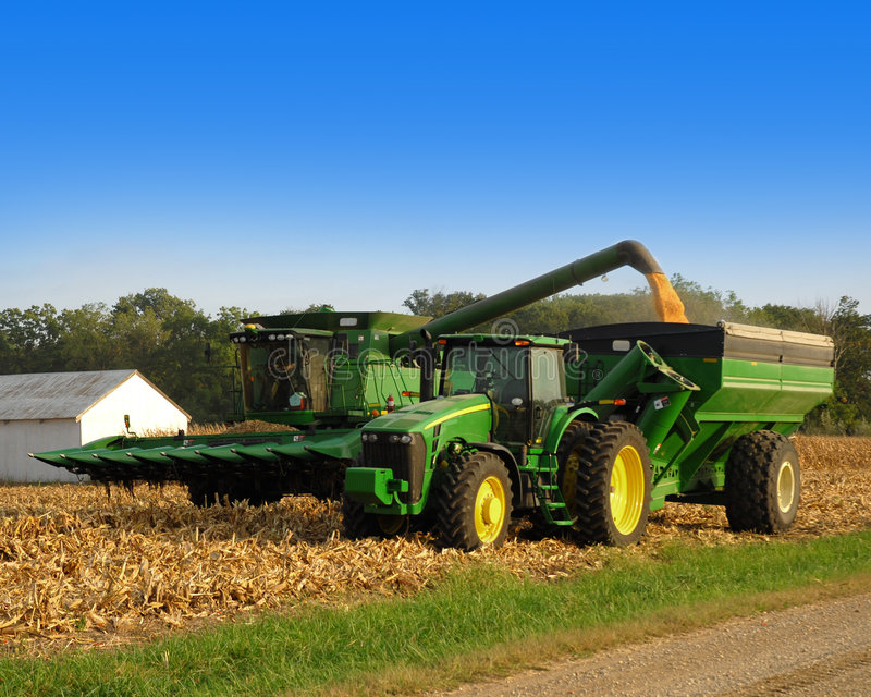 玉米拖拉机 库存照片