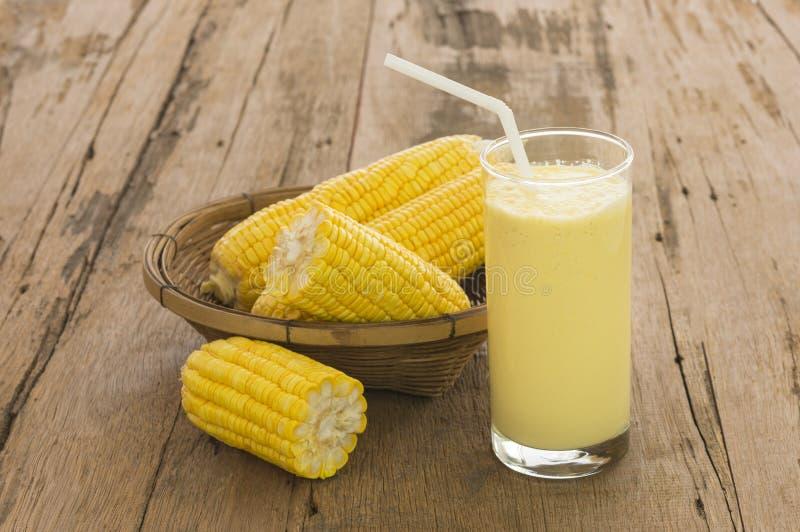 玉米牛奶 免版税库存照片