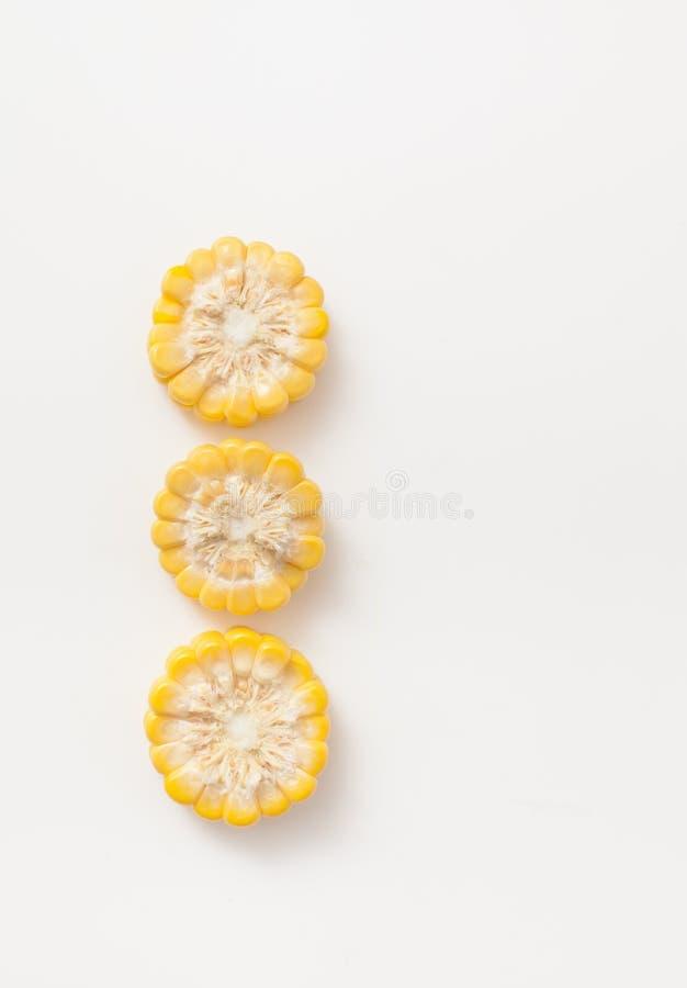 玉米穗的三个圈子裁减在白色的 免版税库存图片