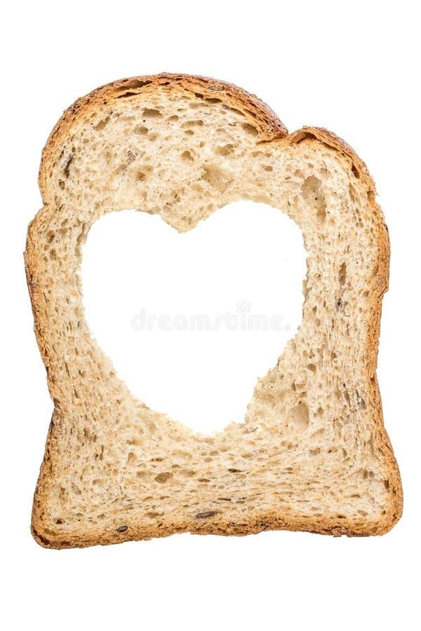 玉米,新,健康面包片与在心脏形状被隔绝的一个孔的关闭 库存照片