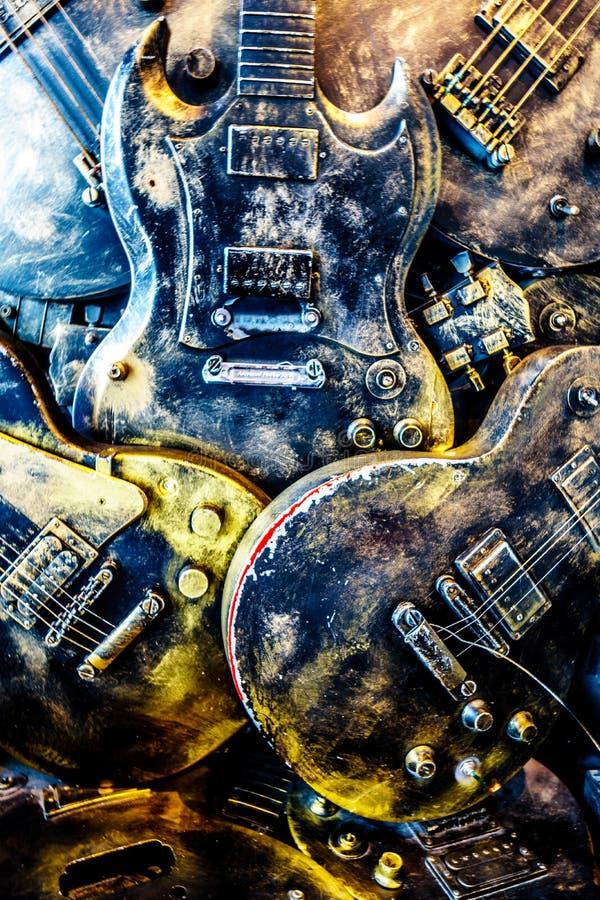 王位臭名昭著的王位比赛的细节由吉他做的在阿姆斯特丹外型大厦在荷兰 免版税库存图片