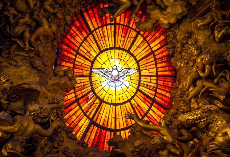 王位贝尔尼尼圣灵在罗马潜水,圣伯多禄` s大教堂 库存照片