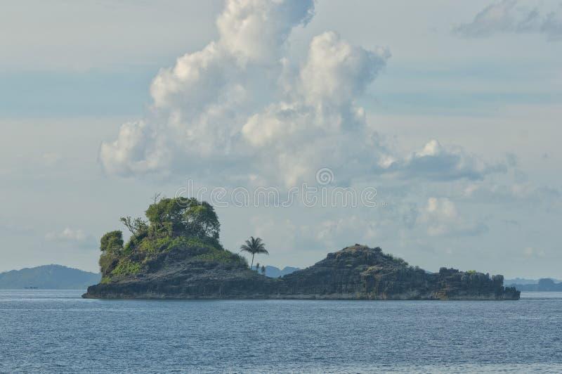 王侯Ampat巴布亚印度尼西亚巨大的全景风景 免版税库存图片