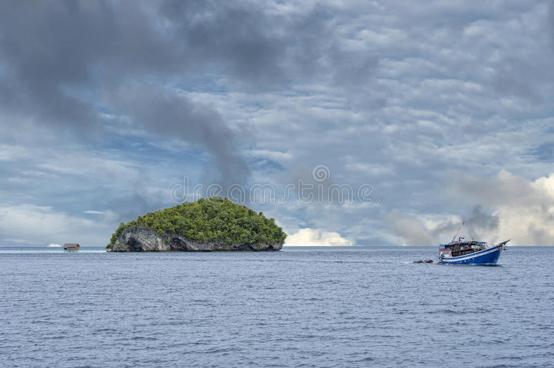 王侯Ampat巴布亚印度尼西亚巨大的全景风景 库存照片
