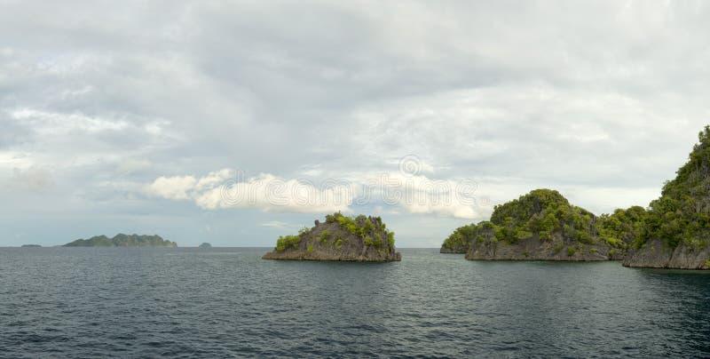 王侯Ampat巴布亚巨大的全景风景 图库摄影