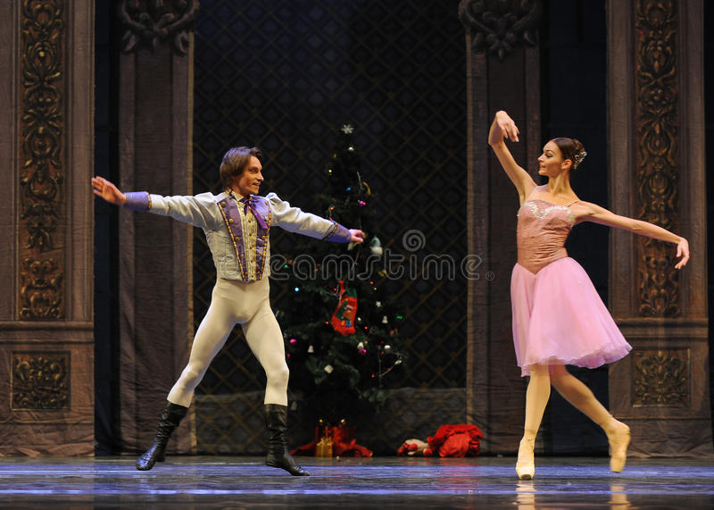 王子是情痴的与克拉拉这芭蕾胡桃钳 库存图片
