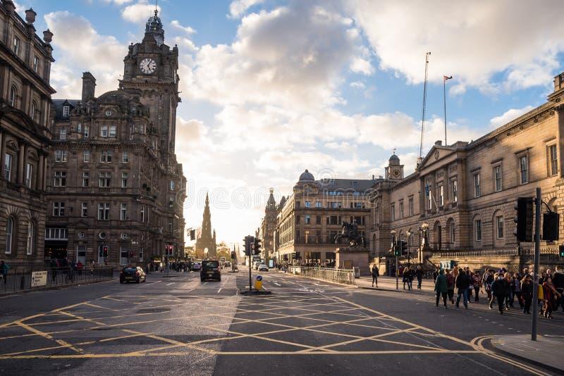 王子街道美丽的景色在爱丁堡,苏格兰,日落的 库存图片