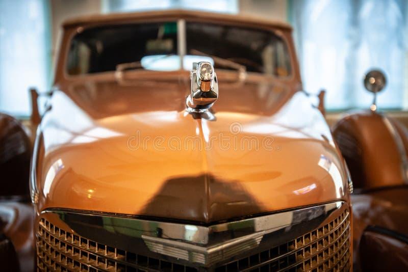 王室的运输的独特的老状态汽车的 库存照片