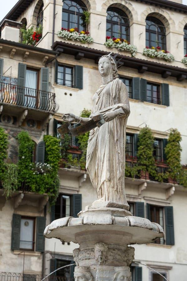 玛丹娜维罗纳喷泉广场delle的Erbe 维罗纳 库存图片