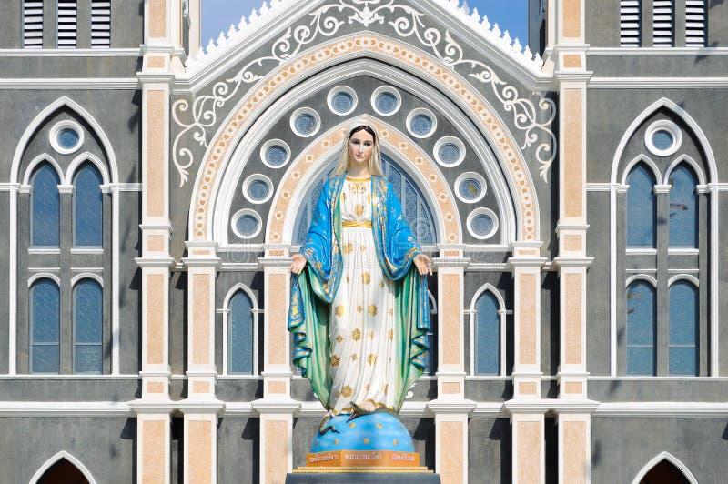 玛丽亚在天主教堂里 库存照片