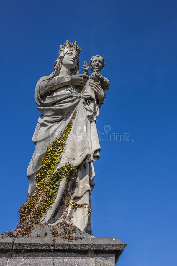 玛丽和孩子雕象Keizersberg修道院的在鲁汶 免版税图库摄影