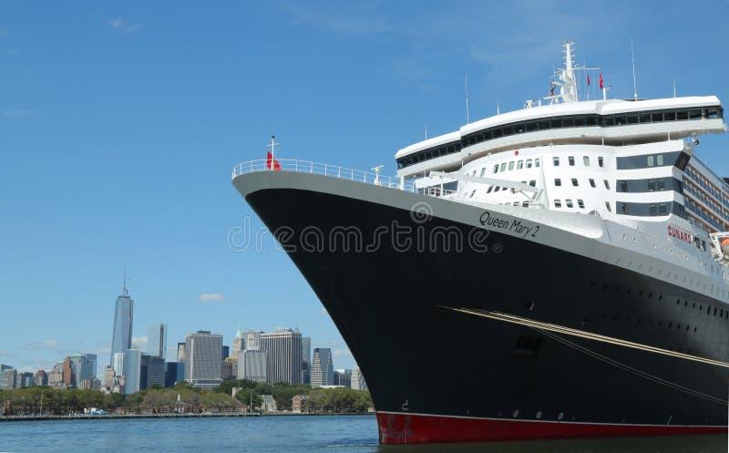 玛丽皇后2游轮在布鲁克林巡航终端靠了码头 图库摄影片