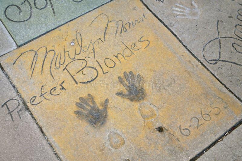 玛丽莲・梦露`在中国剧院,好莱坞前院的s Handprints  免版税库存图片