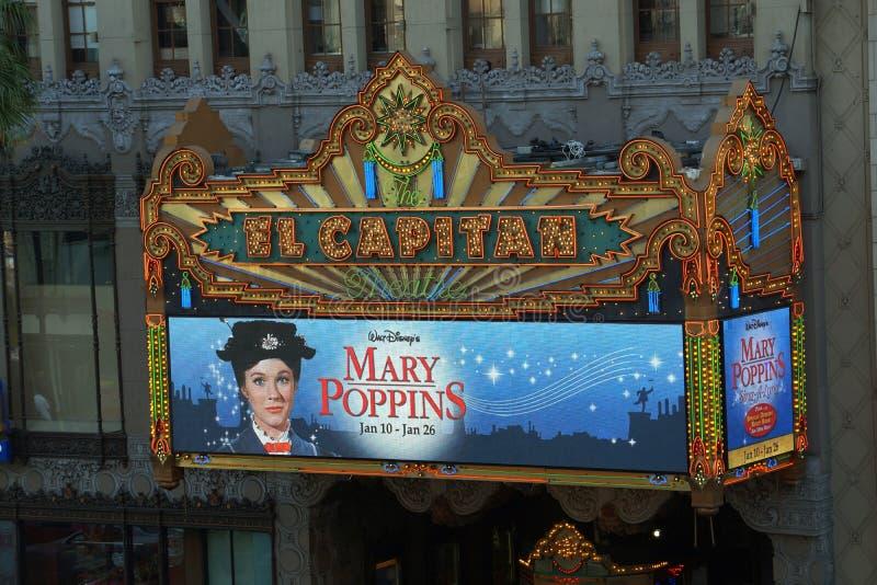 以玛丽Poppins广告为特色的El Capitan剧院 免版税库存照片