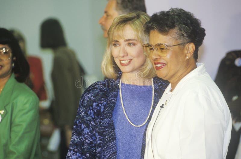 玛克辛的希拉里・罗德姆・克林顿在1992年如此浇灌就业准备中心  中央, LA 库存照片