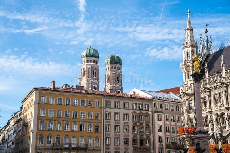 玛利亚广场的新村城镇厅在慕尼黑,巴伐利亚,德国 图库摄影