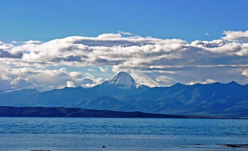 玛旁雍错和冈仁波齐峰,西藏 库存图片