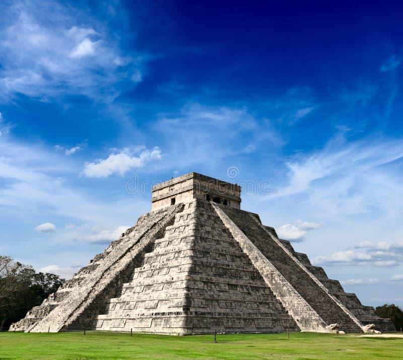 玛雅金字塔在奇琴伊察,墨西哥 免版税库存照片