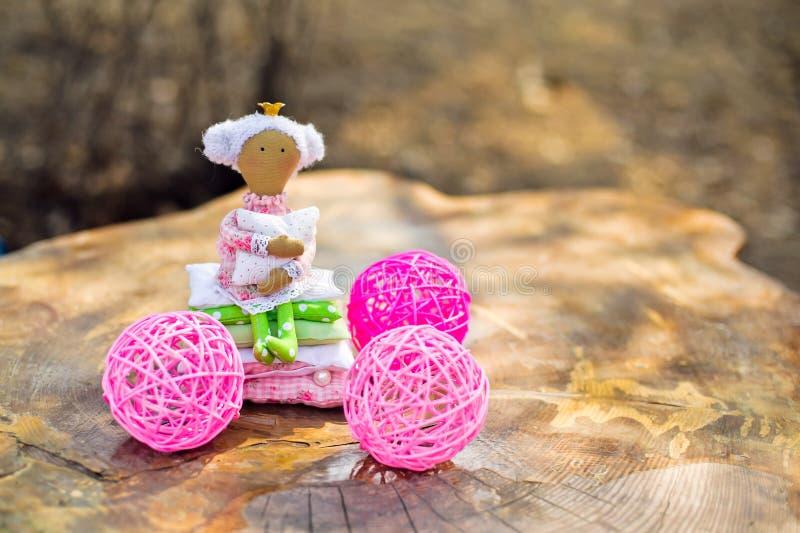 玩偶公主和豌豆 免版税库存图片