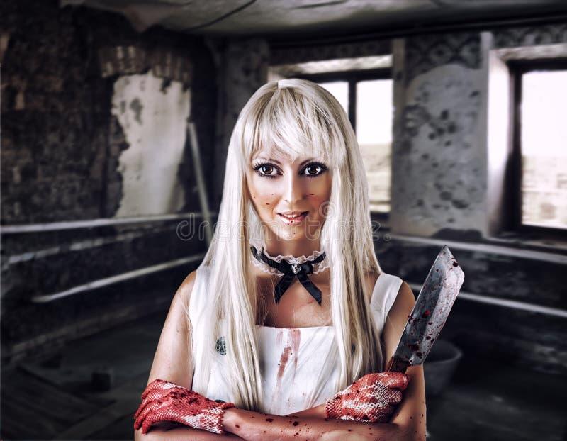 玩偶凶手样式的意想不到的妇女  免版税库存照片