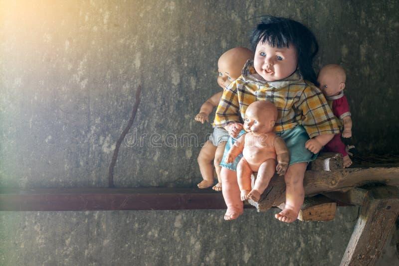 玩偶神奇孩子家庭木朽烂的 免版税库存图片