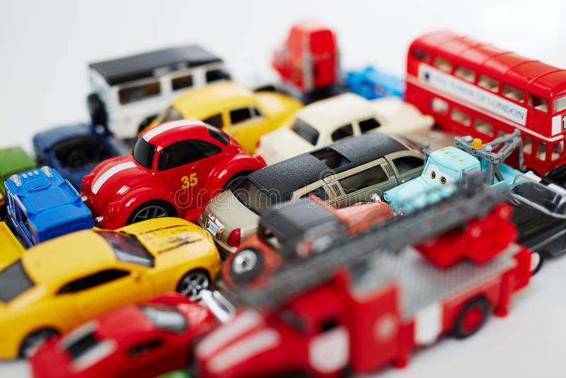 Download 玩具为 库存照片. 图片 包括有 使用, 绿色, 蓝色, 黄色, 享受, 比赛, 户内, 嬉戏, 乐趣, 幼稚园 - 62528324
