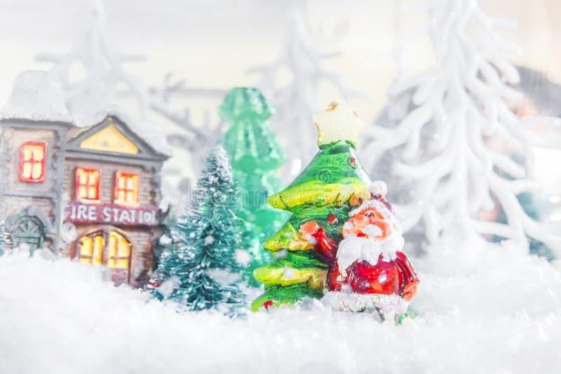 玩具圣诞老人和冷杉木 图库摄影