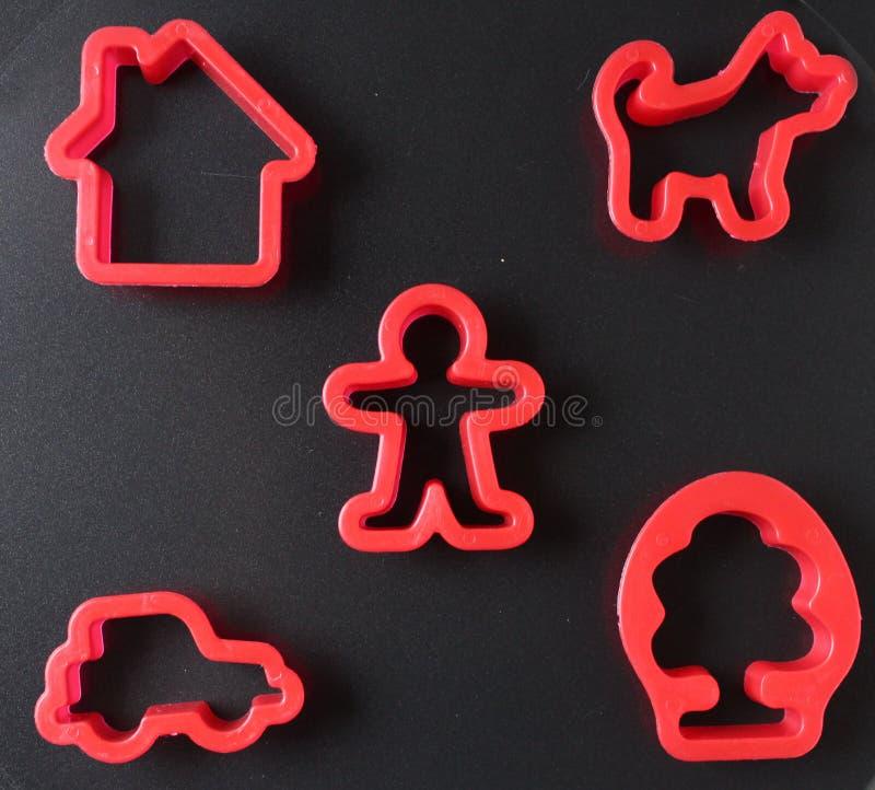 玩具在黑背景的饼模子 免版税图库摄影