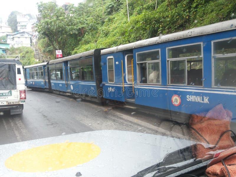 玩具火车在大吉岭(印度) 免版税库存照片