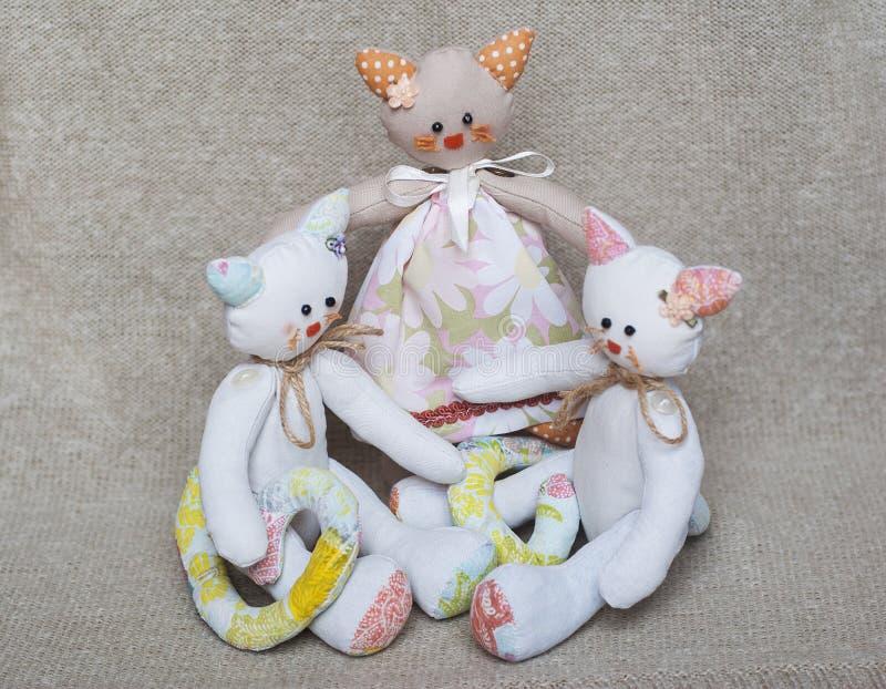 玩具猫家庭画象  库存照片