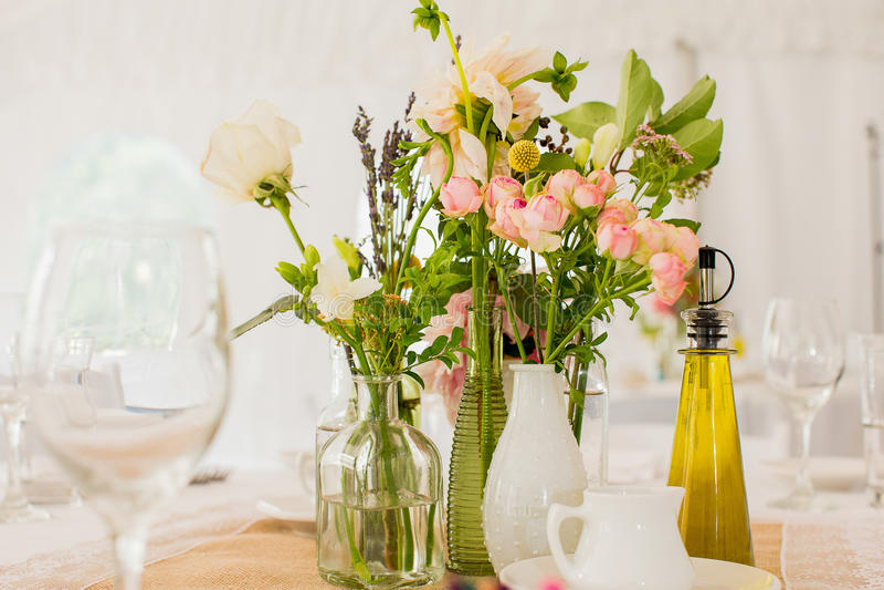 Download 玫瑰、大丁草和康乃馨 库存照片. 图片 包括有 详细资料, beautifuler, 花束, 这样, 编排者 - 59109860