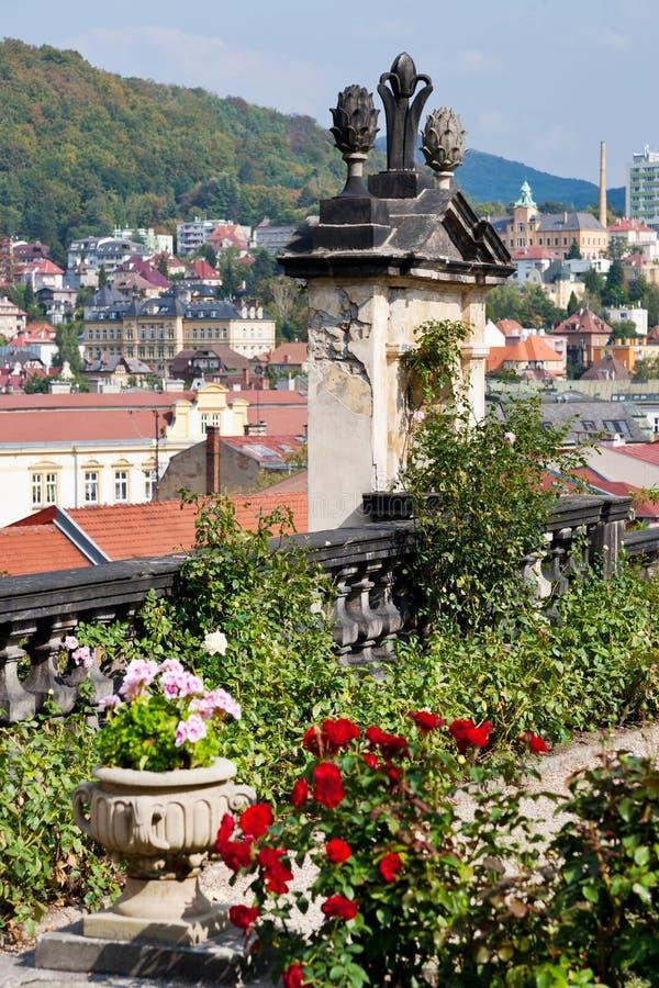 玫瑰园,城堡从事园艺,镇Decin,北部波希米亚,捷克共和国 库存照片