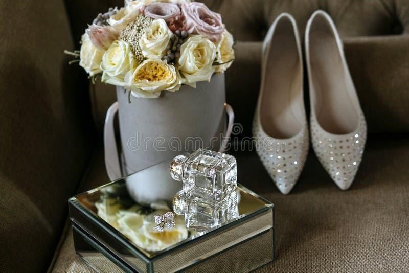 玫瑰新娘花束,婚姻为仪式开花 库存照片