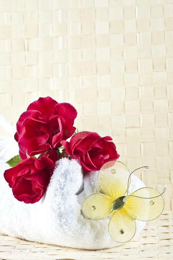 玫瑰温泉毛巾 免版税库存图片